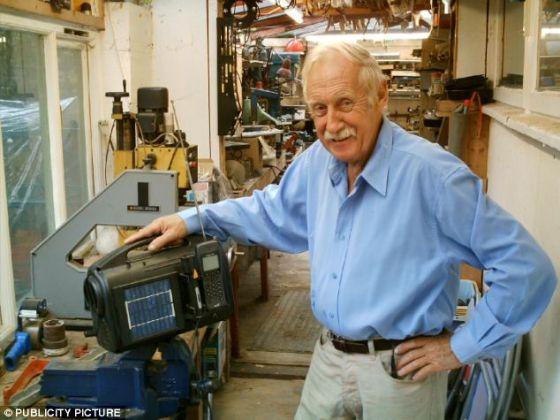 英国著名发明家,发条式收音机的发明者特雷弗